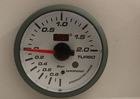 INSTRUMENT AUTOGAUGE TURBO-TRYKK 52MM 2 BAR